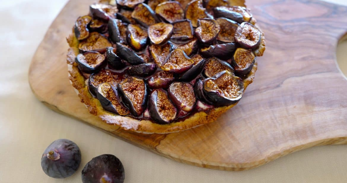 Flourless fig tart, grain-free fig tart by Foodjoya