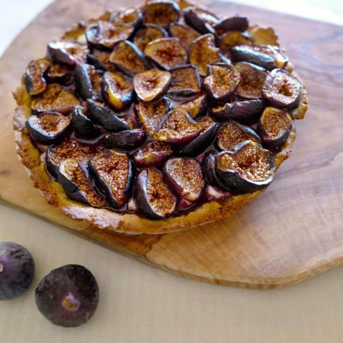 Flourless fig tart, grain-free fig tart by Foodjoya