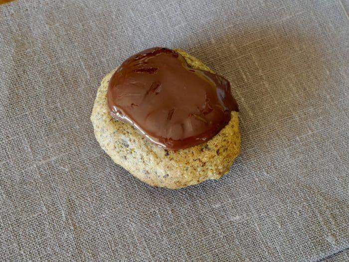 gluten free macadamia cookie, flourless macadamia cookie recipe by foodjoya